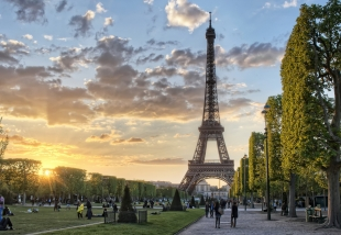 Sunset flares at Champ de Mars in Paris