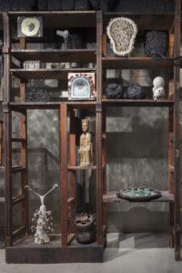Detalle-estanteria-Wunderkammer-Artur-Ramon-Art